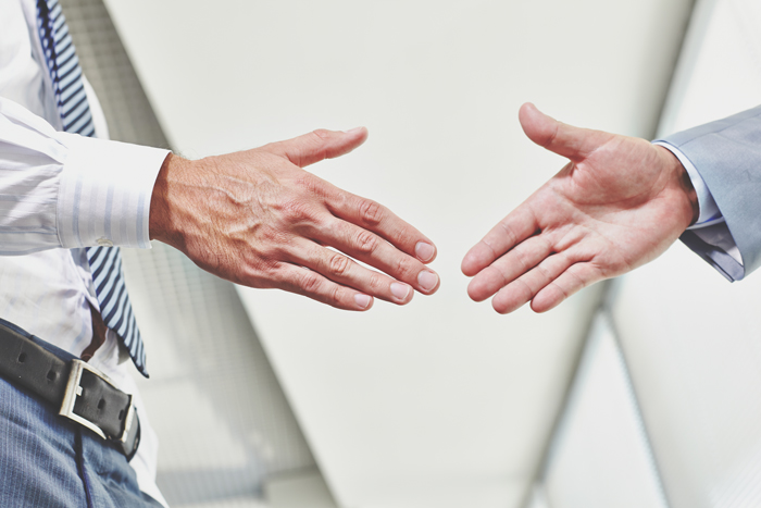 strângere de mână
