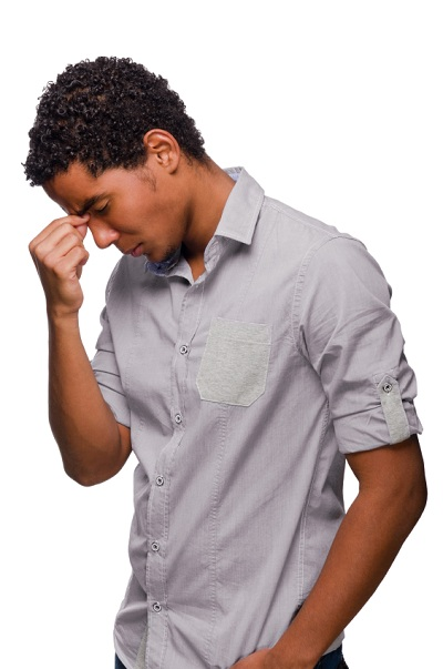 joven absorto en sus pensamientos
