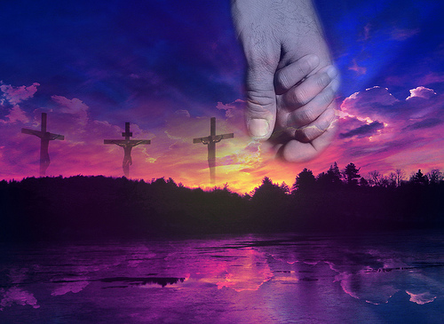 tres cruces en la puesta de sol