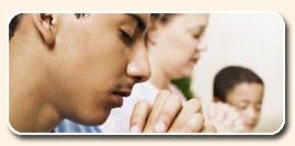 personas rezando
