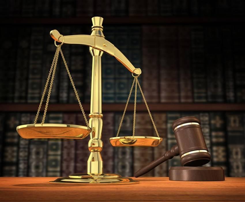 Mazo y escalas de la justicia