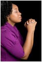wanita berdoa