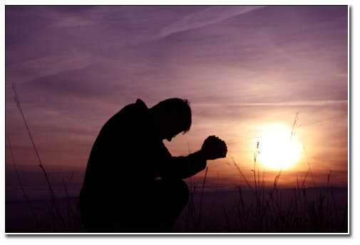 muž se modlí