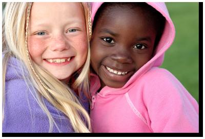 dvě usměvavé dívky