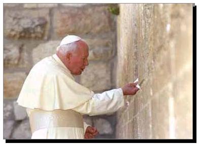 Yohanes Paulus II, menyelipkan kertas doa ke dalam Tembok Ratapan, Yerusalem