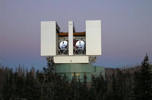 Das große binoculare Teleskop des Vatikan auf Mt. Graham