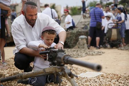 Tată israelian și fiul său