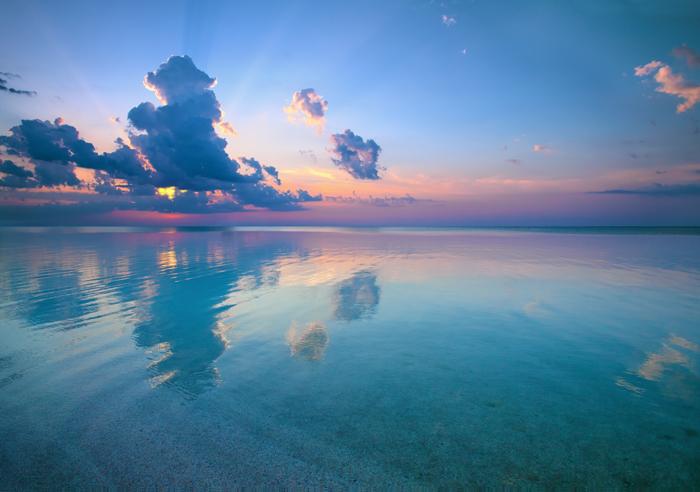 아름다운 평평한 지구의 일몰