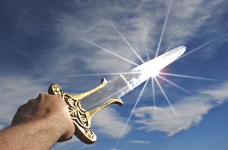 sabie scânteind în lumină