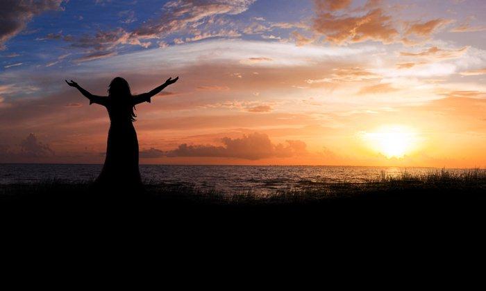 woman praising Yahuwah