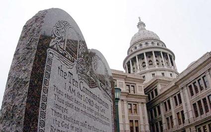 Die 10 Gebote vor einem Regierungsgebäude in Texas