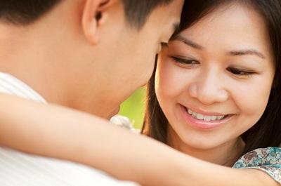 젊은 동양인 커플