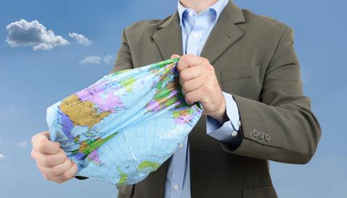 رجل يسمح بخروج الهواء من الكرة الأرضية
