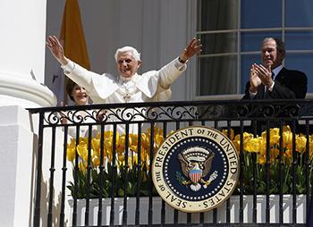 البابا بنديكتوس السادس عشر وجورج بوش