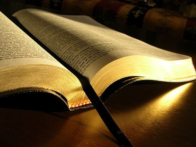 펼친 성경
