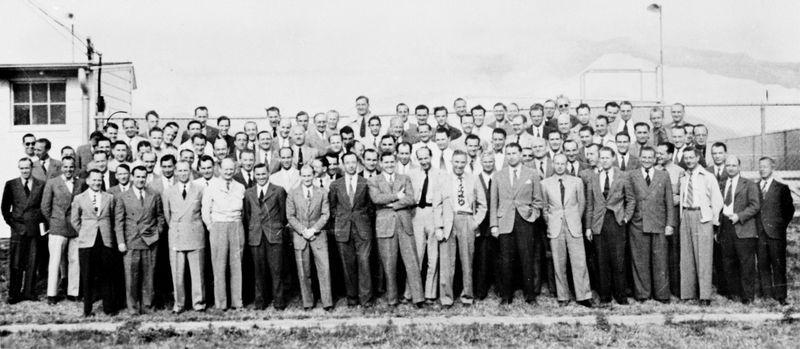 納粹科學家在布萊斯堡,得克薩斯。韋納•馮•布勞恩站在前排,從右邊數第七個人。