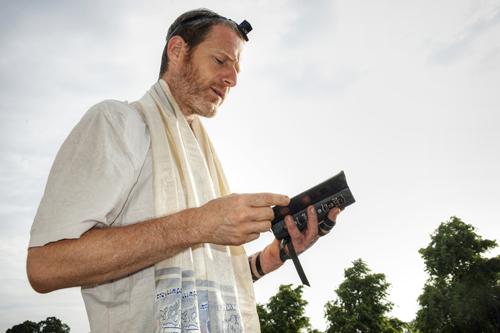 మెస్సీయను కలిగిన యూదామతంలోనికి మార్పుచెందుట