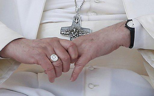 salib dan cincin paus