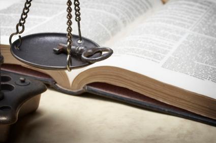 مقاييس تزن مفتاحا (الكتاب المقدس في الخلفية)