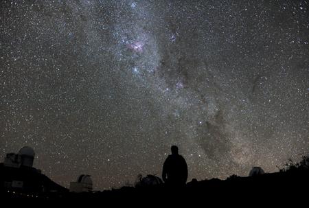 hvězdná noční obloha