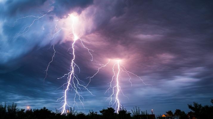 zuřící bouře