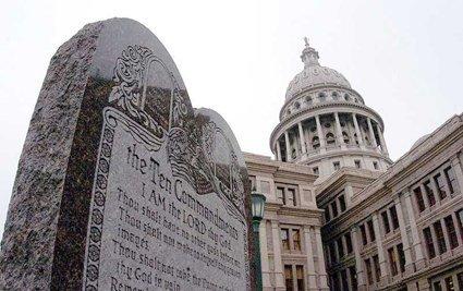 Ang Sampung Utos na ipinakita na harapan ng Texas Capital Building