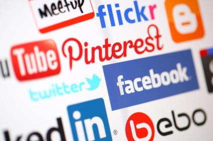 icônes, logo de médias sociaux : facebook, twitter, pinterest, youtube, flickr, bebo, linkedin, meetup