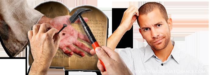 main de Christ Yahushua, clou et marteau, les tables de la Loi, les dix commandements, gravés en hébreux ancien, homme perplexe se grattant les cheveux.