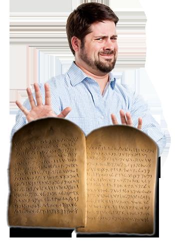 Les Dix Commandements, gravé en hébreu ancien (écriture paléo-hébraïque), homme faisant geste de les repousser, avec une expression faciale de rejet.