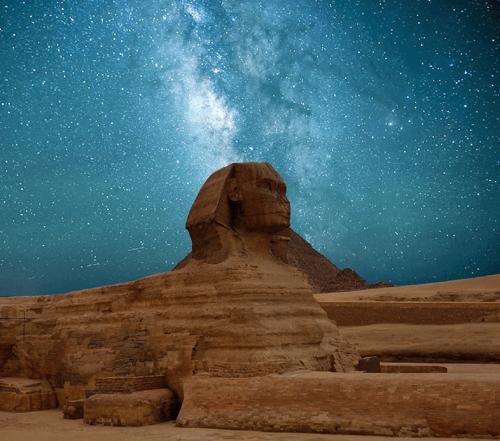 Ang Sphinx, Egipto sa isang gabing kalangitan na may mga bituin