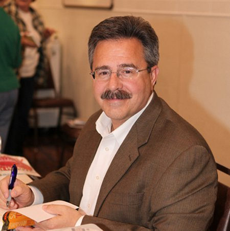 المؤلف الكاثوليكي ومضيف الراديو ، باتريك مدريد.