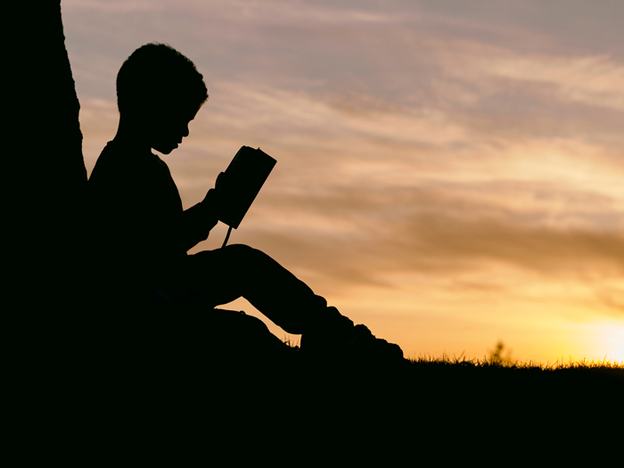 reading-the-bible-in-the-evening