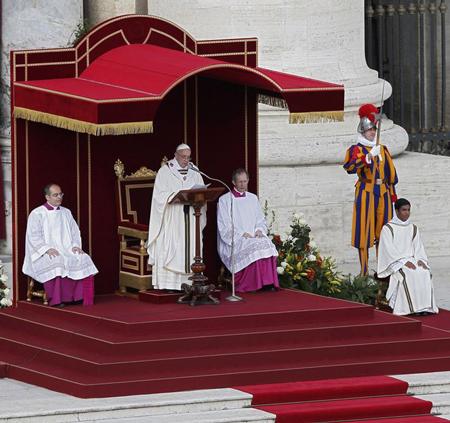 البابا فرانسيس الأول التتويج