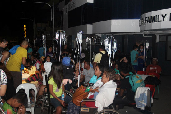 عدد من المصابين داخل احدى مستشفيات الفلبين