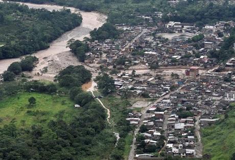عشرات القتلى والجرحى في انهيار أرضي بكولومبيا