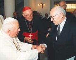 على ما يبدو ب.ب. بيتش استمتع برفقة البابا. هاهو هنا مع يوحنا بولس الثاني