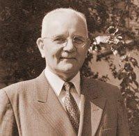 آرثر س. ماكسويل، محرر علامات الأزمنة