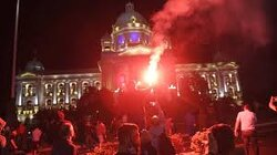Belgrade Erupts in Protest After New COVID-19 Lockdown Announced, Parliament Stormed